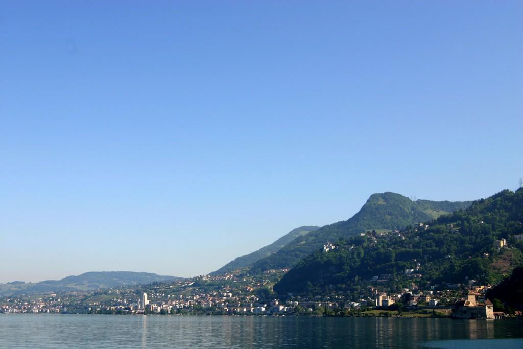 Villeneuve, vue sur Montreux et Chillon © Alain Bouvet - passionphoto74.com