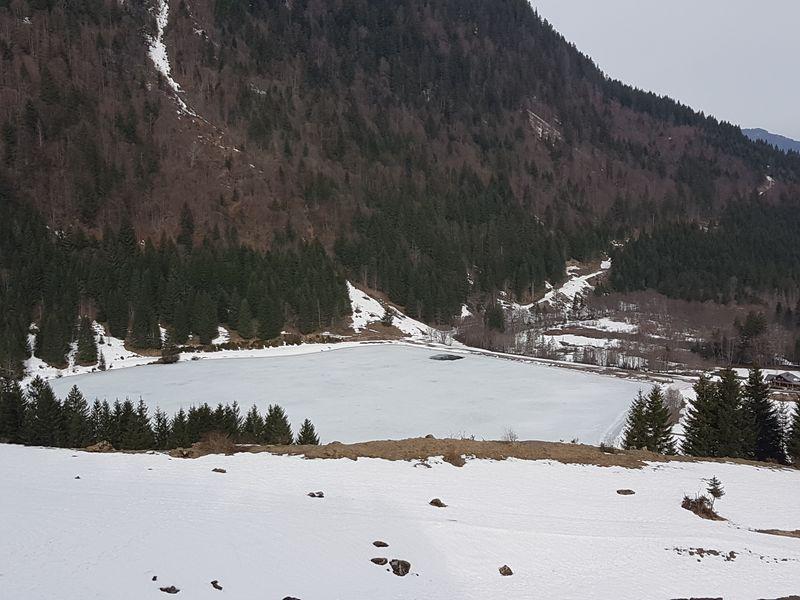 Le lac des Plagnes début avril © B. Guffroy infoval74.com | valdabondance.com