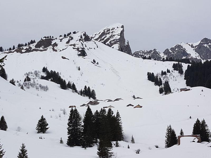 Les chalets de Lens et la Pointe de la Chavache © B. Guffroy infoval74.com | valdabondance.com