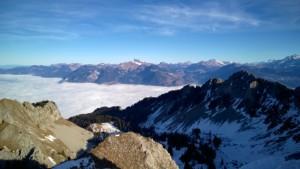 Mer de nuage au-dessus de la vallée du Rhône. Photo prise le 11 décembre depuis la pointe de Bellevue.
